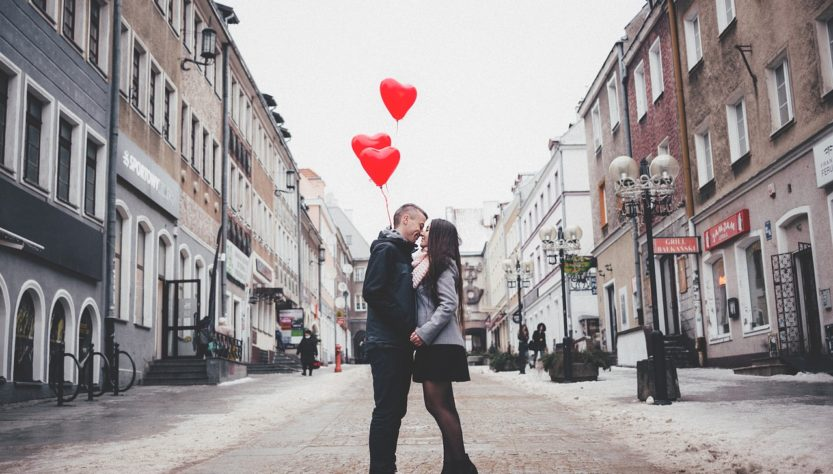People Man Woman Couple Love  - StockSnap / Pixabay