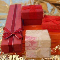 Gift Gifts Birthday Christmas  - Safijc / Pixabay