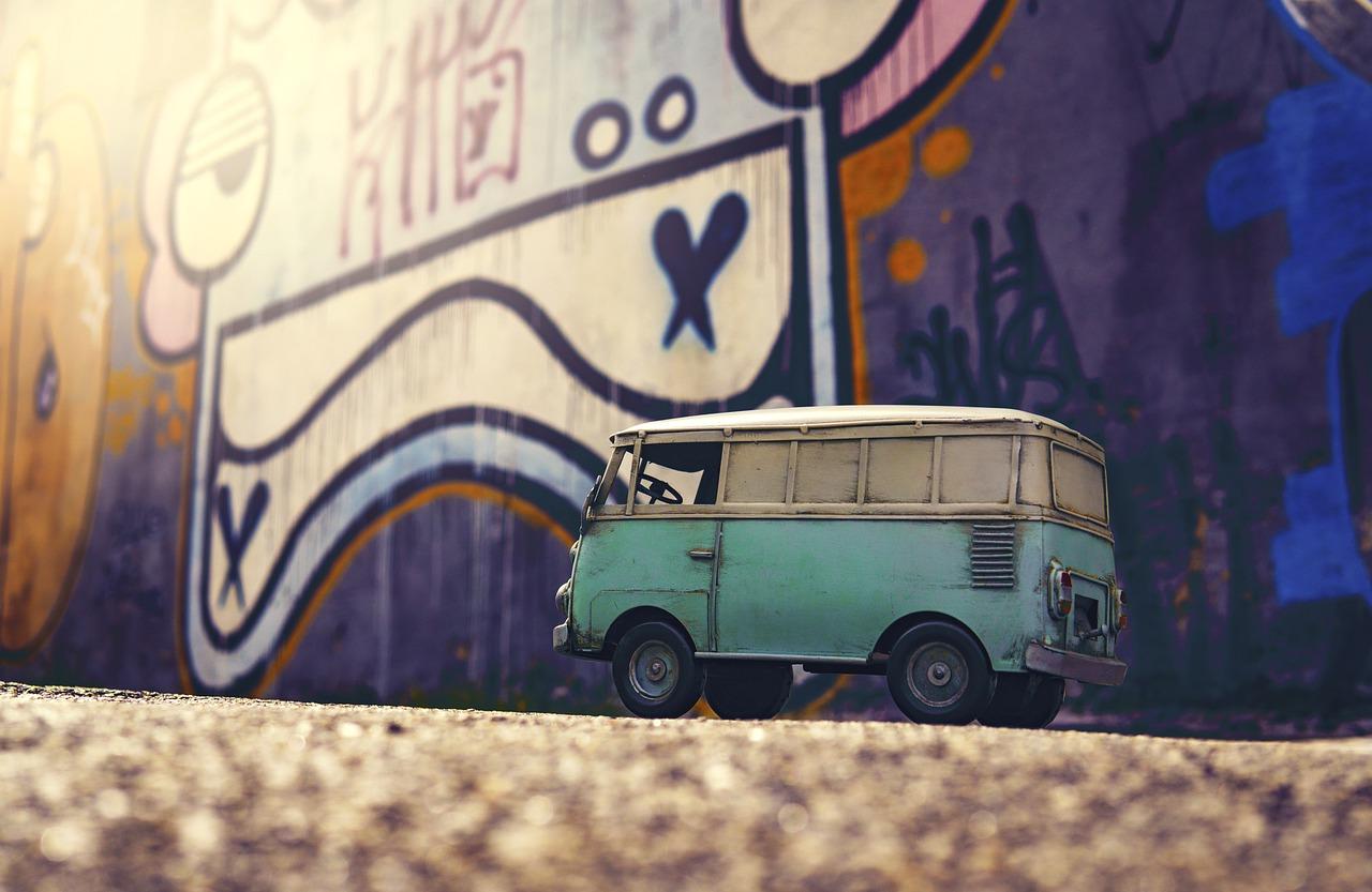 Van Hippie Bus Camper Travel  - JoshuaWoroniecki / Pixabay