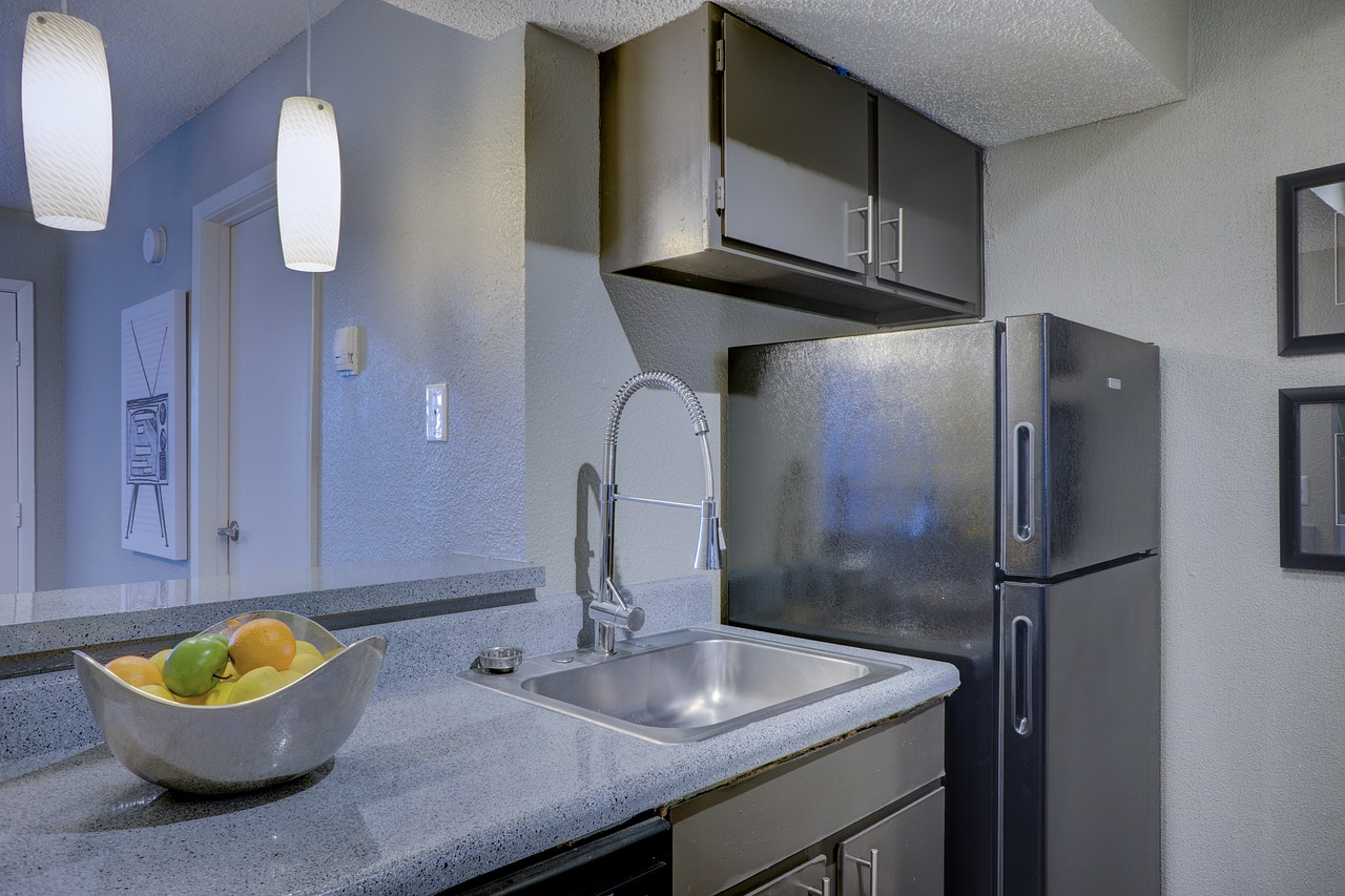 Kitchen Apartment Home Interior - shadowfirearts / Pixabay