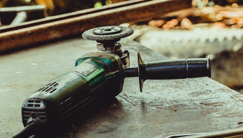 Metal Grinding Machine Work Fix  - drfuenteshernandez / Pixabay