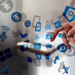 Social Media Internet Smartphone  - geralt / Pixabay